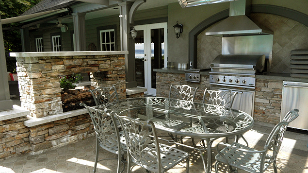 Outdoor Dining Area - Right Side
